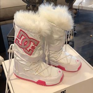 DC kids snow boots